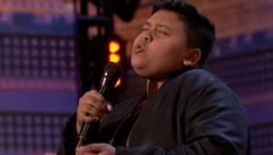 Ma zaledwie 12 lat, jednak gdy zaśpiewał w eliminacjach wszyscy bili brawo na st