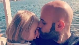 Samotny mężczyzna adoptował dziewczynkę z zespołem Downa, po tym jak została odr