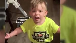 Mama zapomniała dać buziaka synkowi gdy wychodziła z domu. Jego reakcja rozbawił
