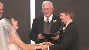 Nie będziesz się mógł przestać śmiać. To jest najśmieszniejsze nagranie ślubne!