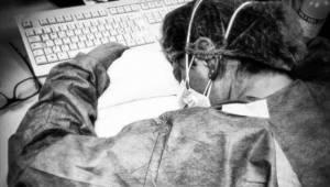 To jedno zdjęcie pokazuje jak ciężko pracują pielęgniarki by ratować życie chory