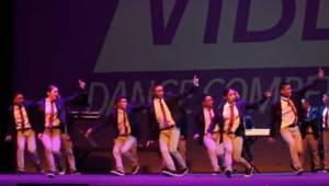 Tańczą tak doskonale, że wygląda nierealnie!